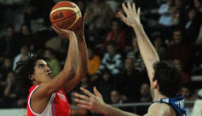 Marcos Suka-Umu ayudó a batir al líder (Foto: KICS Ciudad de Vigo)