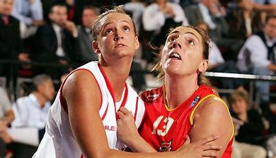 Martina Ferragut ante la checa Petra Kulichová  en el Europeo de Turquía