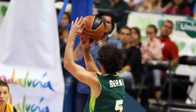 Berni Rodríguez intenta un triple (ACB Photo/ M. Pozo)