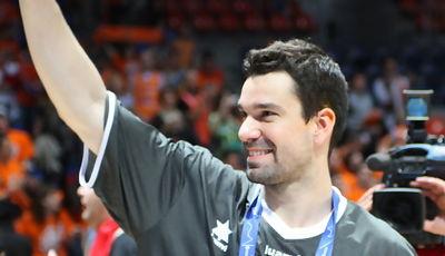 Rafa Martínez agradece el apoyo de la afición (Foto: Lafargue)