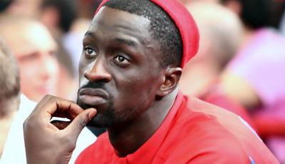 Pops Mensah-Bonsu, en el banquillo (Foto: Lafargue)