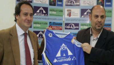 Lucas Mondelo entrenará a Perfumerías Avenida en la 2010-11 (foto: Perfumerías Avenida)
