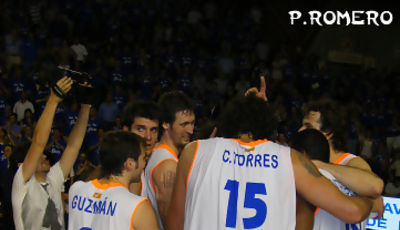 Menorca celebró la victoria sobre la cancha (Foto: Pablo Romero)