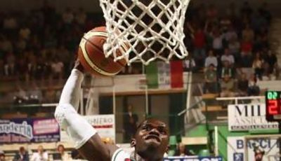 Romain Sato, uno de los grandes de la Lega (menssanabasket.it)