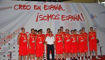 La Selección Masculina para el Mundobasket 2010 posa ante las cámaras (Foto: Alfredo Álvarez)