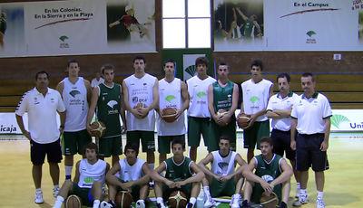 El filial del Unicaja antes de su primer entrenamiento de la temporada <u>Foto: Unicaja B. Fotopress</u>