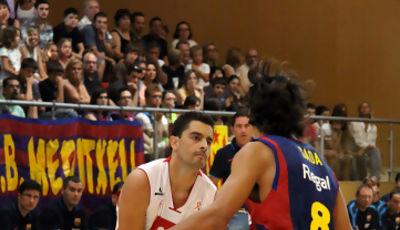05 Joan Riera defendido por Víctor Sada (foto basquetmaniàtic)