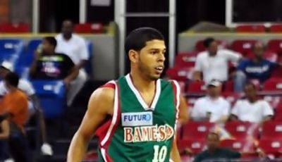 Manny Quezada con la camiseta de Bameso