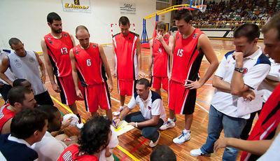 Luis Guil en el primer encuentro de pretemporada (Foto: Javi Bernal para CB Murcia)