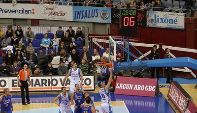 Albert Miralles anota a tabla. Fue el mejor del aprtido (ACB Photo/L.García)