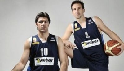 Pepe Sánchez y Juan Alberto Espil comparten equipo en el Weber Bahía Estudiantes (Foto: Prensa Weber Bahía Estudiantes)