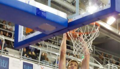Justin Doellman machaca el aro (ACB Photo)