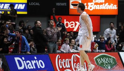 Marcelinho celebra la canasta ganadora (ACB PHOTO / Lino González)