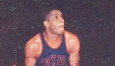 Maurice Stokes exhibiendo su potencia natural, la época no daba para pesas y anabolizantes