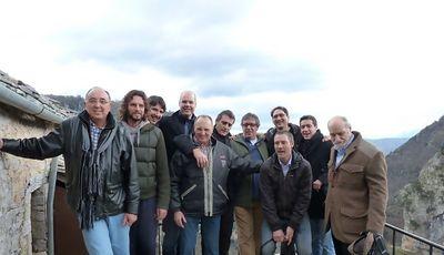 Los veteranos del F.C. Barcelona junto a algunas leyendas griegas como Albertis o Rentzias