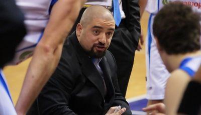 Jesús Sala da instrucciones a sus jugadores (Foto: Jonatan González)