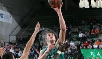 Donatas Motiejunas vuelve a brillar en la Benetton (Foto: Eurocupbasketball.com).
