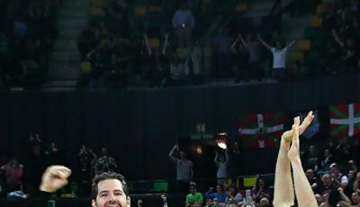 Alegría bilbaína tras el final del partido (Foto: Luis Fernando Boo)