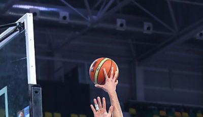 Nikola Mirotic lanza a una mano (Foto: Luis Fernando Boo.)