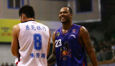 Antoine Wright en China (Foto: Niubball.com)