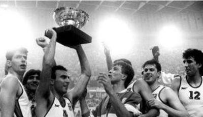 Gallis levantando el título de Campeón de Europa (FIBA Europe)