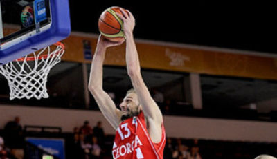 Sanikidze, al mate (Foto FIBA Europe/Castoria/De Massis)