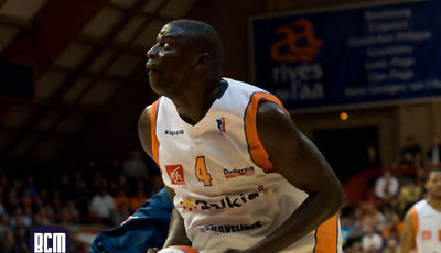 Saer Sene, poderoso (Foto: Fabian Michel/Gravelines)