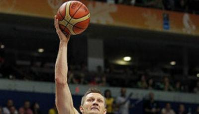 Lituania estará en cuarto. En la imagen, tiro a una mano de Kaukenas (Foto FIBA Europe/Castoria/Metlas)