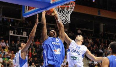 Mate de Seraphin (Foto FIBA Europe/Castoria/Ciamillo)