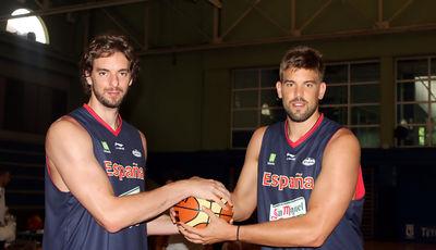 Los hermanos Gasol entrenarán juntos con el Barça Regal (Foto Pablo Romero/FEB).