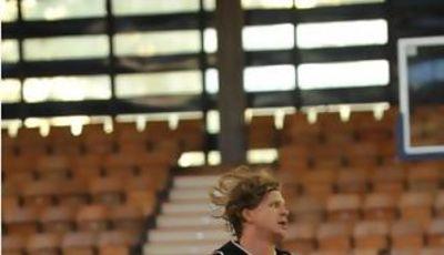 Alex Thompson fue básico en la primera victoria del recién ascendido Aurtenetxe (Foto: Araberri Basket Club)