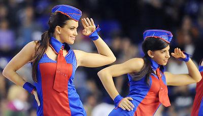 Sara y Anna en un baile de las Dream Cheers. Foto: victorsalgado.com