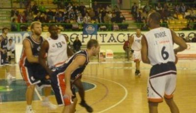 Imagen del partido de la jornada entre Aguas de Sousa Ourense y Tenerife Baloncesto (Foto: Club Ourense Baloncesto)