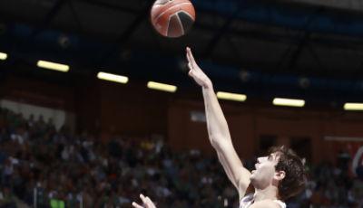 Ante Tomic anota ante Sinanovic (ACB Photo)