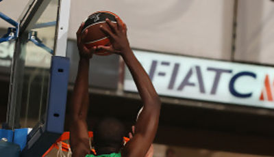 Eyenga supera a Satoransky con poderío (Foto: ACB PHOTO)