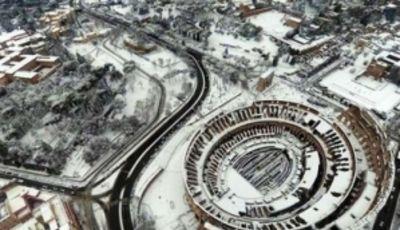 El Foro romano, cubierto de nieve (Foto: Il Messagero).