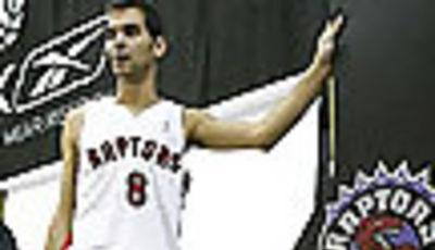 José Calderón y Jorge Garbajosa compañeros de equipo en los Raptors de la NBA (Foto: Tyler Anderson/National Post)