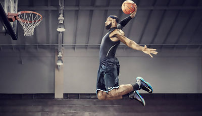 LeBron James luce las Nike+ Basketball