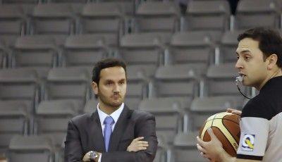 Carlos Frade atento al arbitro.<br> Foto: Lourdes Getino