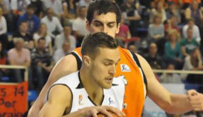 Kendall, uno de los referentes del Blusen Monbus con 17 puntos. (Fran Martínez)