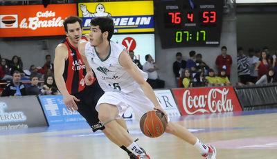 Abrines subiendo el balón (Foto: L. González/ACB Photo)
