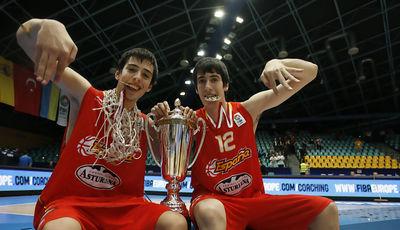 Nueve meses después, Josep Pérez y Albert Homs vuelven a saborear un preciado oro (Foto FibaEurope)