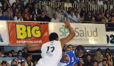 Lou Roe en uno de sus últimos partidos (Foto: José Barreto/Ligateunafoto.com)