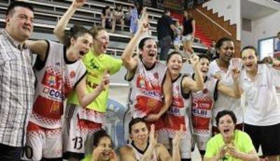 Coelbi Bembibre celebra el ascenso (foto: Feb.es)