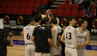 Fiatc Joventut celebra el triunfo conseguido (Foto: Carlos Gómez/frombasket.com)
