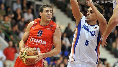 iñaki sanz entrando a canasta foto:www.DaniVidaurre.com