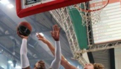 PJ Tucker supera a John Bryant (Foto: beko-bbl.de)