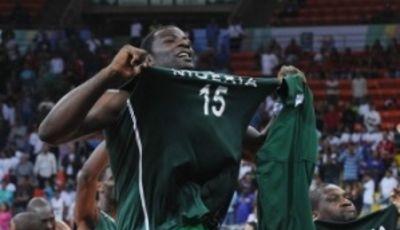 El nigeriano Olumide Oyedeji exultante de alegría (Foto FIBA)