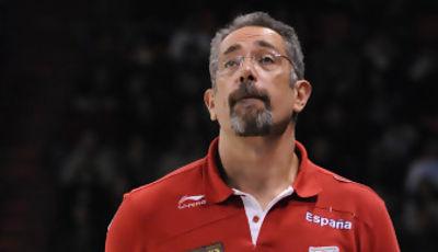 Juan Orenga mira el marcador