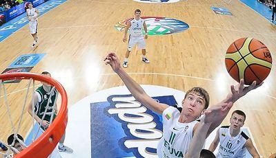 El jugador de Unicaja Domantas Sabonis está siendo el máximo reboteador del Europeo U16 (foto FIBA Europa)